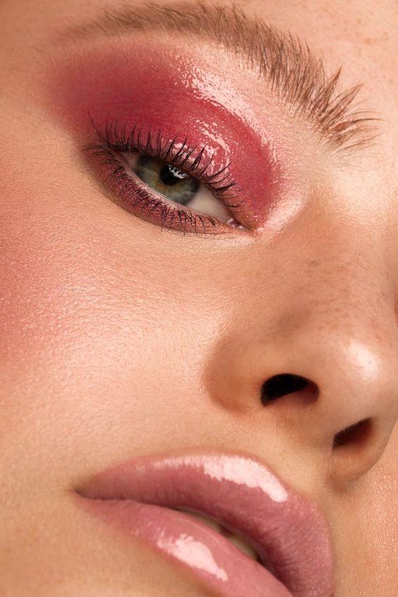 Maquillage yeux verts : comment maquiller les yeux verts ? - Lucette
