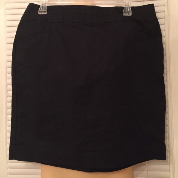 Banana Republic black skirt! Super cute and comfy Banana Republic short black skirt. Has small pockets in front and a small kick split in back. Very versatile ~ can be worn year round. Only worn once or twice! CUTE, CUTE, CUTE! 😉 Banana Republic Skirts Mini
