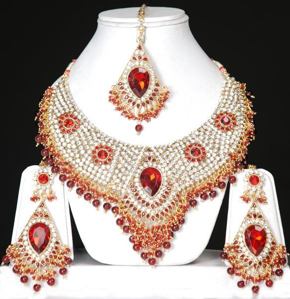 Latest Indian Wedding Jewelry Sets And Designs For Brides