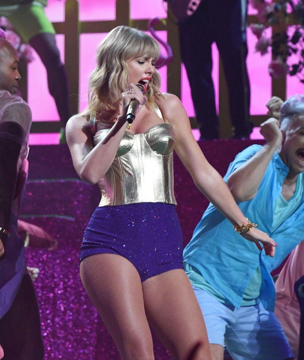 Pin By J S On Taylor Swift Taylor Swift Legs Taylor Alison