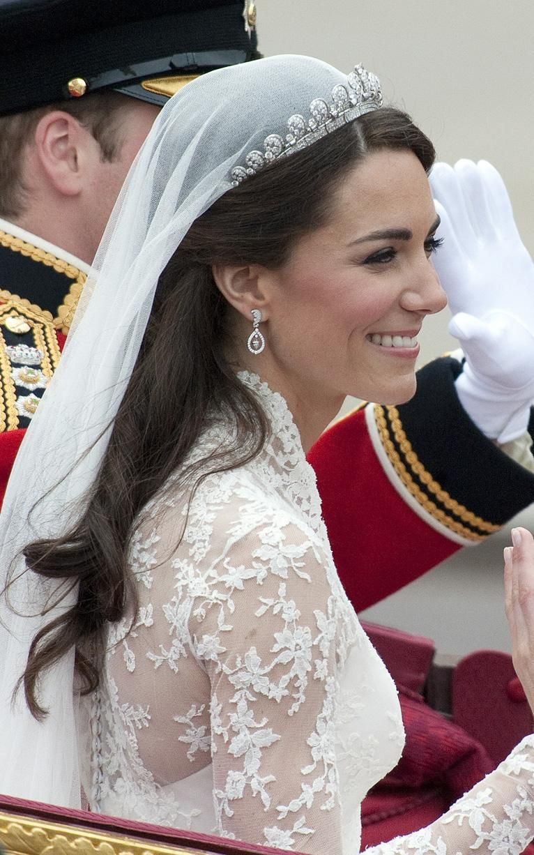 Photo of Kate Middleton's wedding dress in pictures