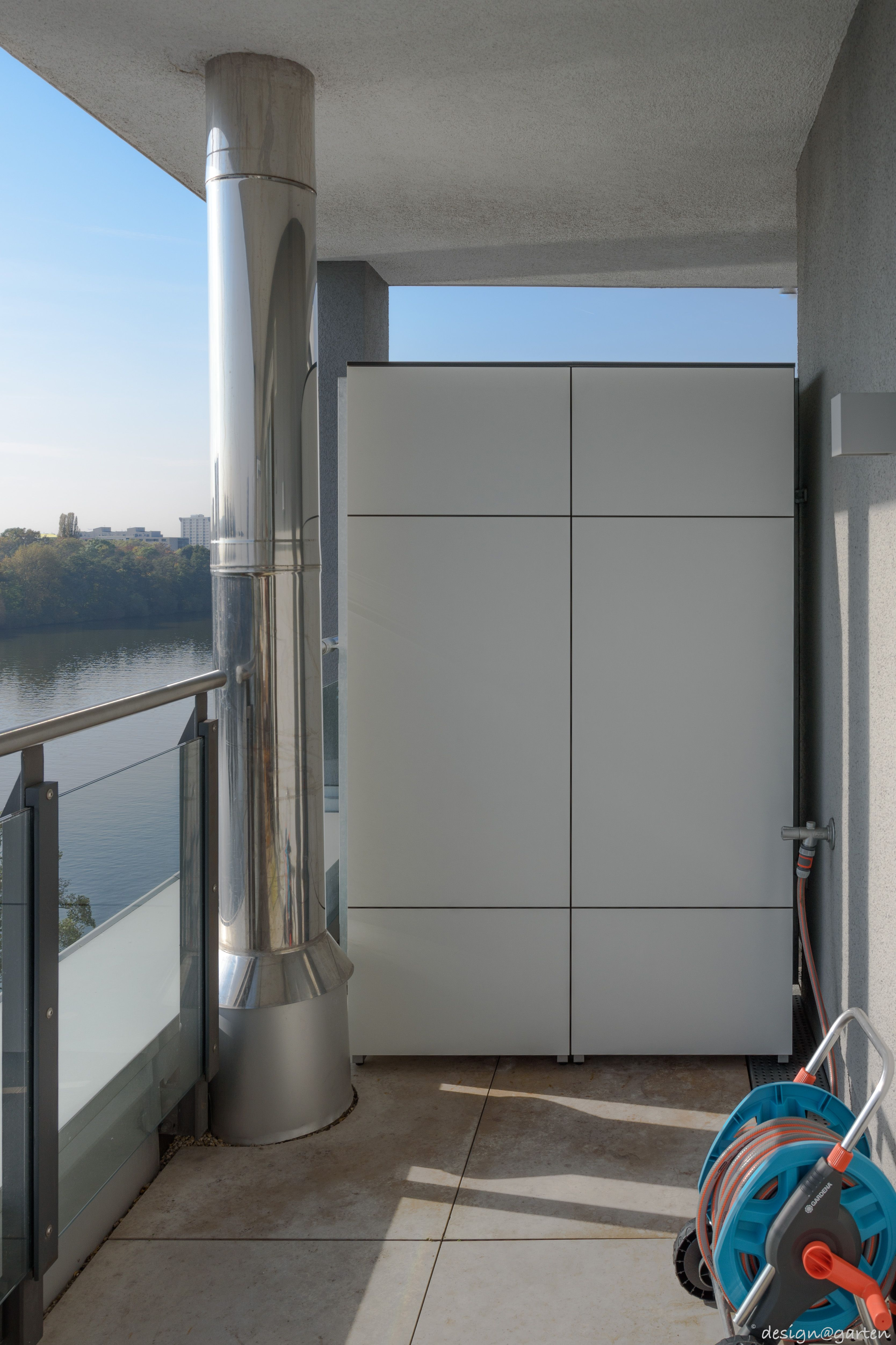 Balkonschrank Terrassenschrank Hochschrank Win In Frankfurt By Design Garten Augsburg Farbe Weiss Wetterfest U Balkonschrank Gartenschrank Terrasse