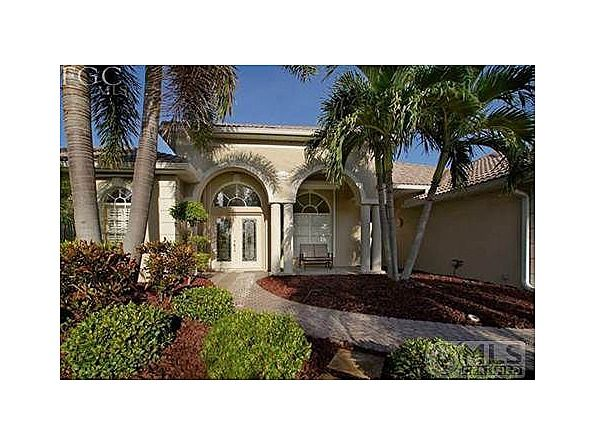 749 000 3bed 2bath Waterfont Pool Home 5804 Harbour Cir Cape Coral Fl 33914 Cape Coral Real Estate Cape Coral Waterfront Homes