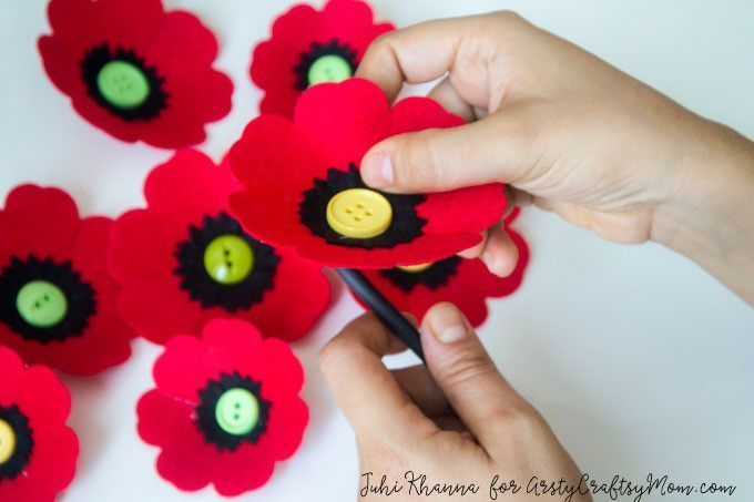 Spring flowers: Red Poppy Felt Craft #poppycraftsforkids Spring flowers: Red Poppy Felt Craft  – A Remembrance, Armistice or Veteran's day activity. Easy step by step tutorial for kids to make.  Tags - how to make a red poppy flower, Remembrance Day Poppy Craft , Beautiful Red Poppy Crafts for Kids to Make, Memorial Day Red Poppy Craft, Anzac Day memorial poppy craft, Making red felt poppies, How To Make Felt Poppies #remembrancedaycraftsforkids Spring flowers: Red Poppy Felt Craft #poppycra #poppycraftsforkids