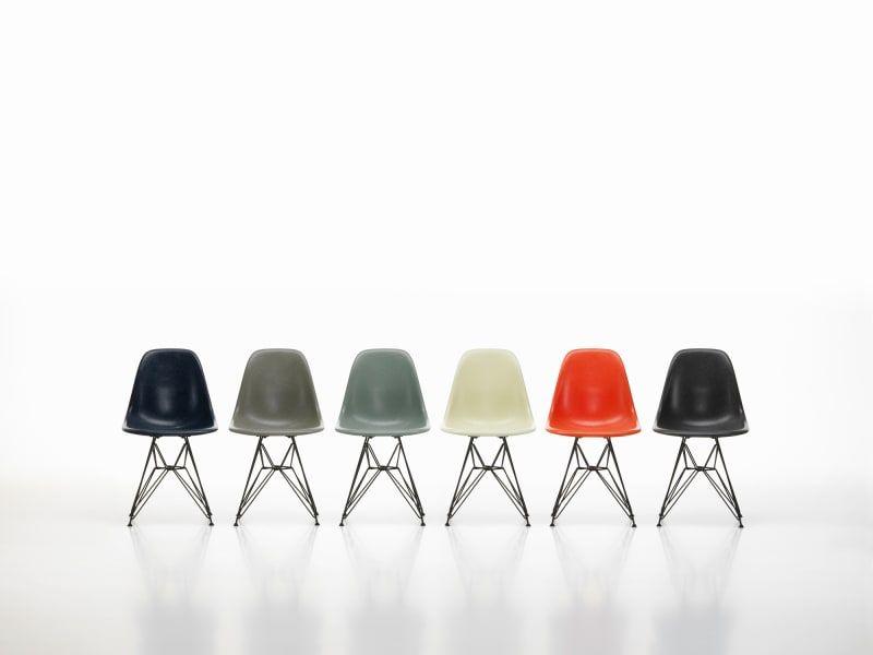 Vitra Legt Den Fiberglass Chair Von Ray Und Charles Eames Wieder Auf Vitra Stuhl Eames Designklassiker