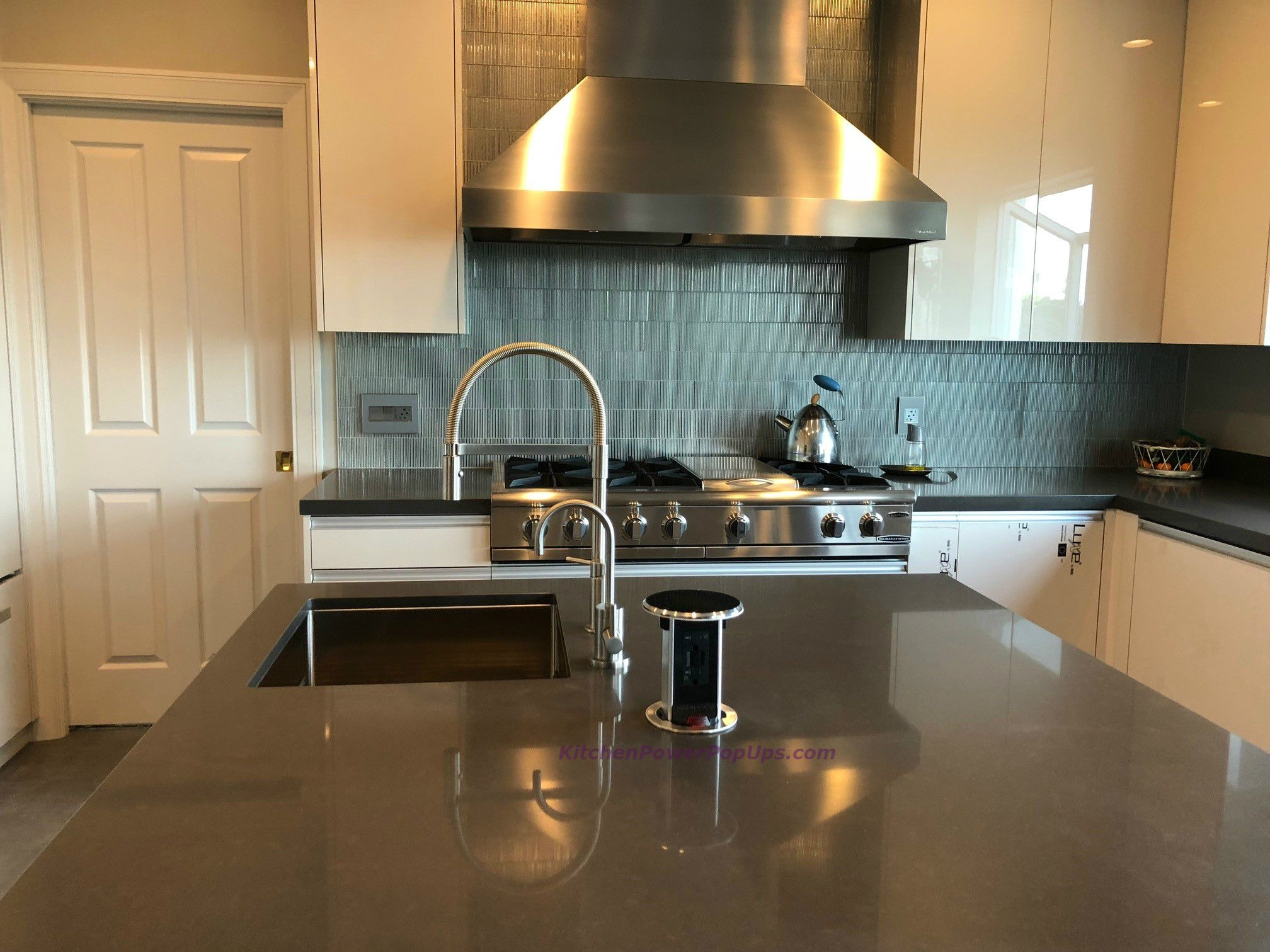 Kitchen Counter Spill Proof Retractable Pop Up 20a Gfci Plugs Black Kitchen Worktop How To Install Countertops Gfci