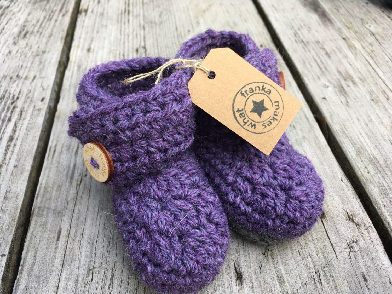 Een persoonlijke favoriet uit mijn Etsy shop https://www.etsy.com/nl/listing/476513609/haakgarens-baby-laarsjes-wrap-rond-knop