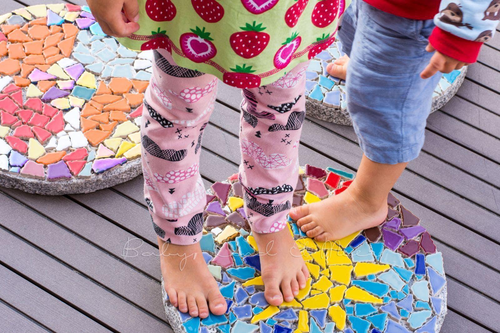Diy Mosaik Gehwegplatten Fur Den Garten Hausbau Garten Diy Inspirationen Garten Ideen Diy Mosaik Ge In 2020 Gehwegplatten Mosaik Mosaik Selber Machen
