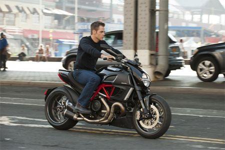 Chris Pine On A Ducati Diavel As Jack Ryan Filming The New Tom Clancy Movie Chris Pine Jack Ryan Shadow Recruit Jack Ryan Movies