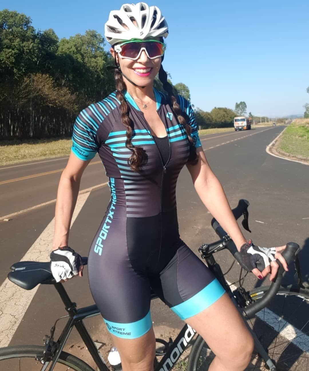 Curves And Lines Women And Bikes Cycling Women Cycle Chic Cycling Fashion