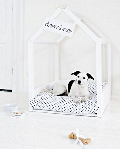 How cool is this DIY indoor dog house?? The instructions are in Dutch (hooray for Google Translate), but it's a pretty easy, straight forward project. Check out 101 Woonideeën if you care to give it a go!
