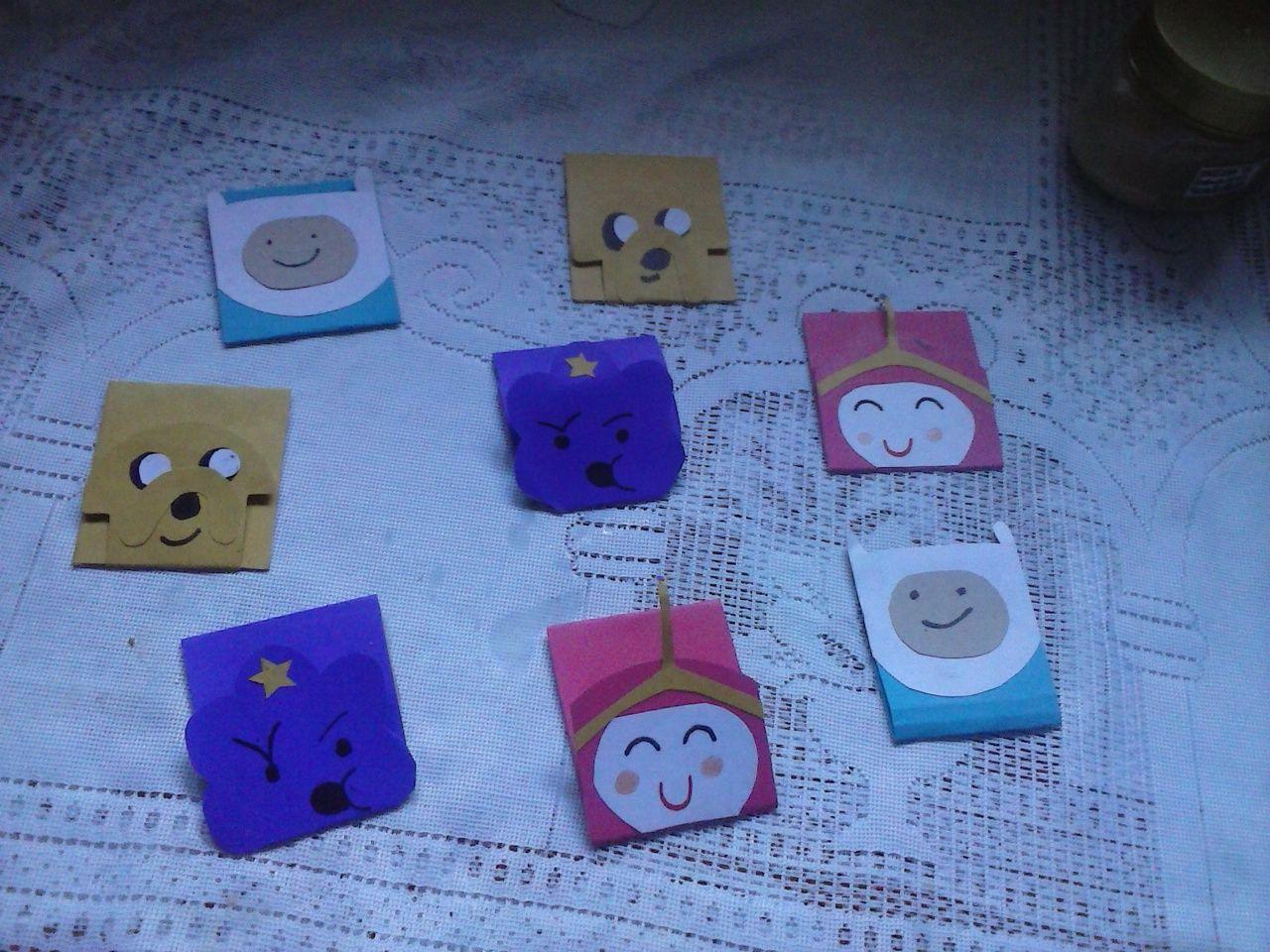 Convite que eu fiz para minha sobrinha de aniversário com o tema... Hora de Aventura. Feito com cartolina .