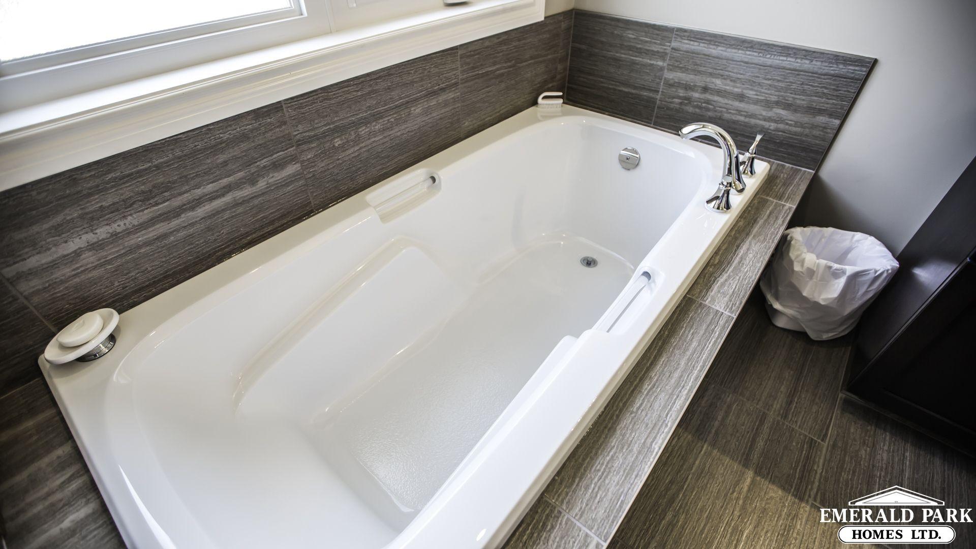 Large Soaker Tub With Sloped Back