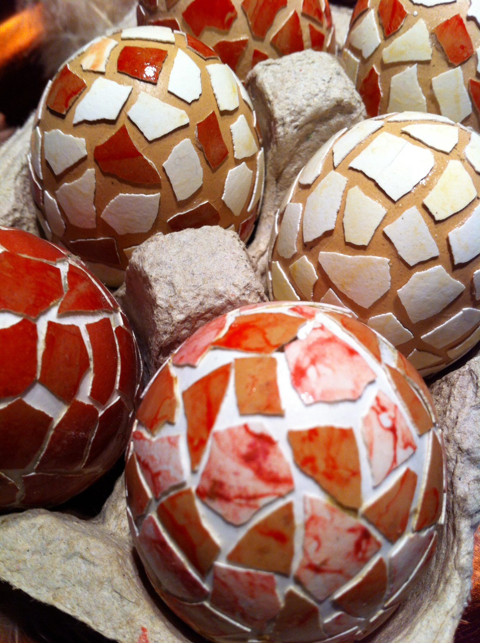 ostereier mit mosaik eier mit eierschalen bekleben anleitung diy anleitung stricken h keln. Black Bedroom Furniture Sets. Home Design Ideas