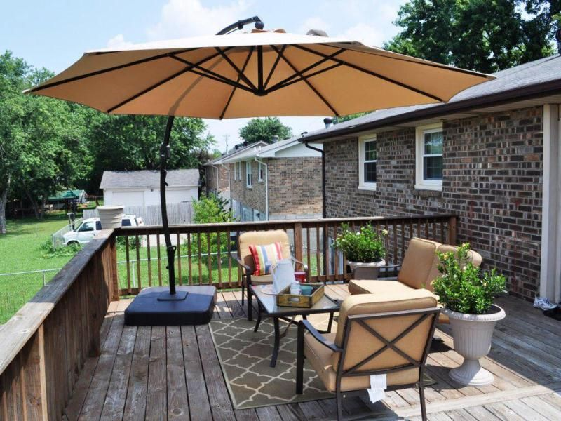 Minimalist Patio With Wooden Deck And Fence Design For Back Yard Landscaping Ideas Using Large Umbrella And Classic Table And Chairs #largeumbrella