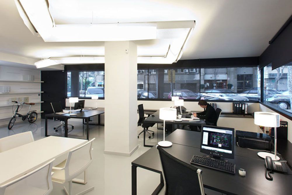 Minimalist style modern office interior arrangement for Contemporary office interiors