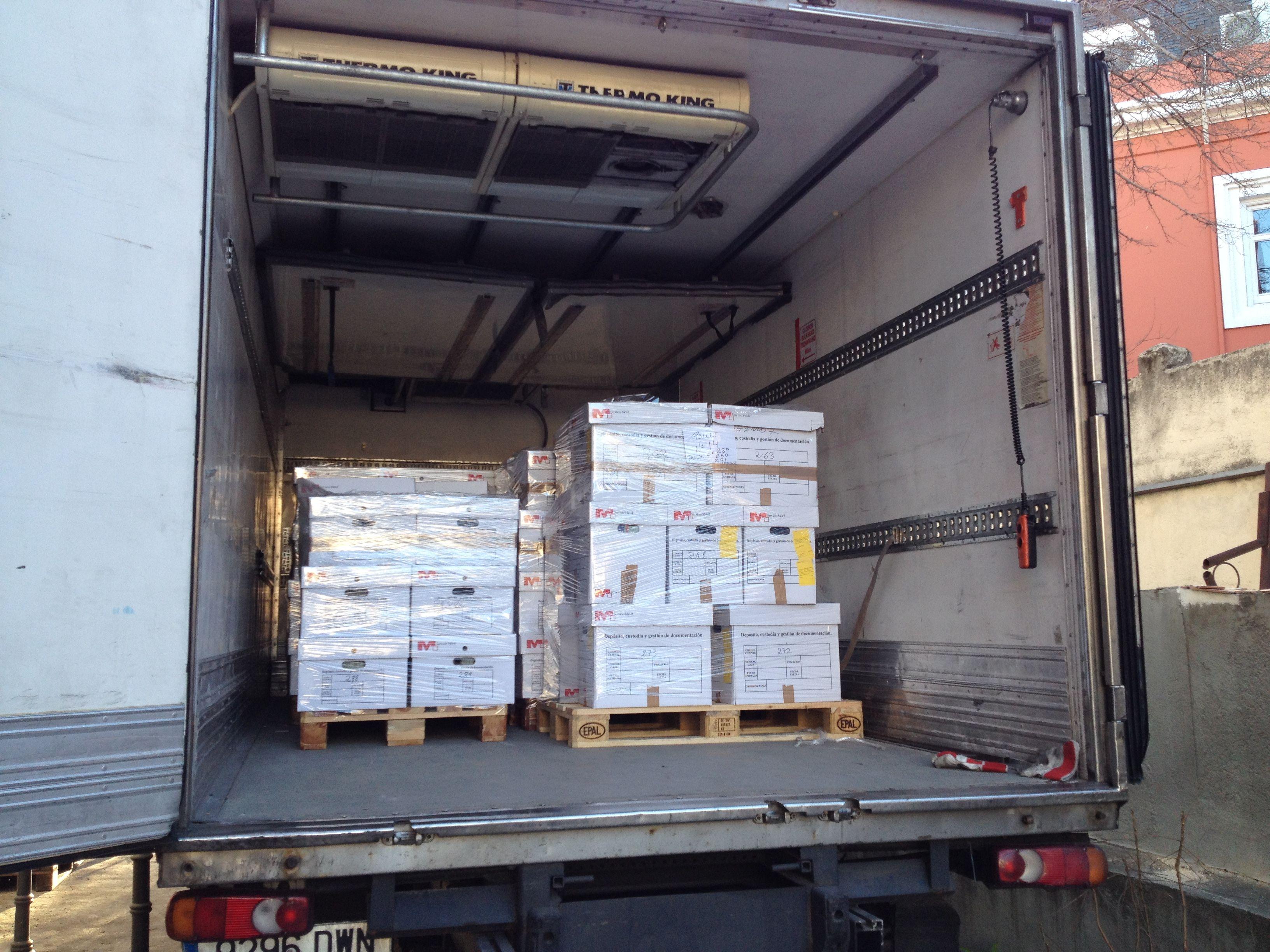 Resultado de imagen de camiones cargando