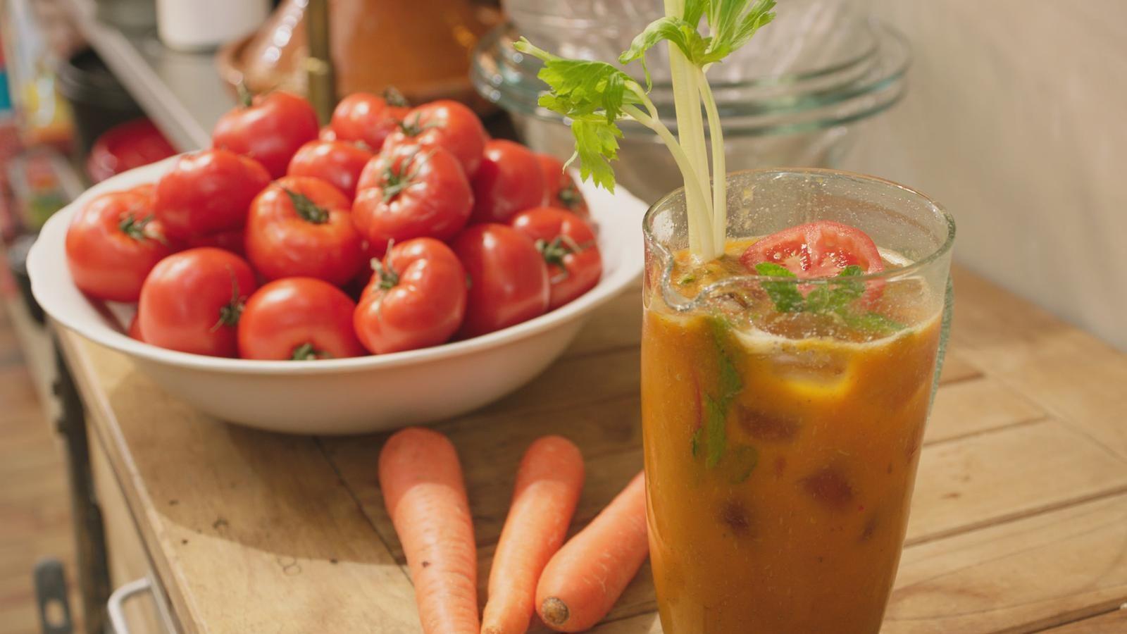 Dit groentesap heet 'G6' omdat er 6 groenten in zitten. Maak je eigen versie met de groenten die nog in het groentevak van je koelkast liggen.