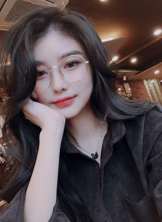 jolie fille coréenne    – unni