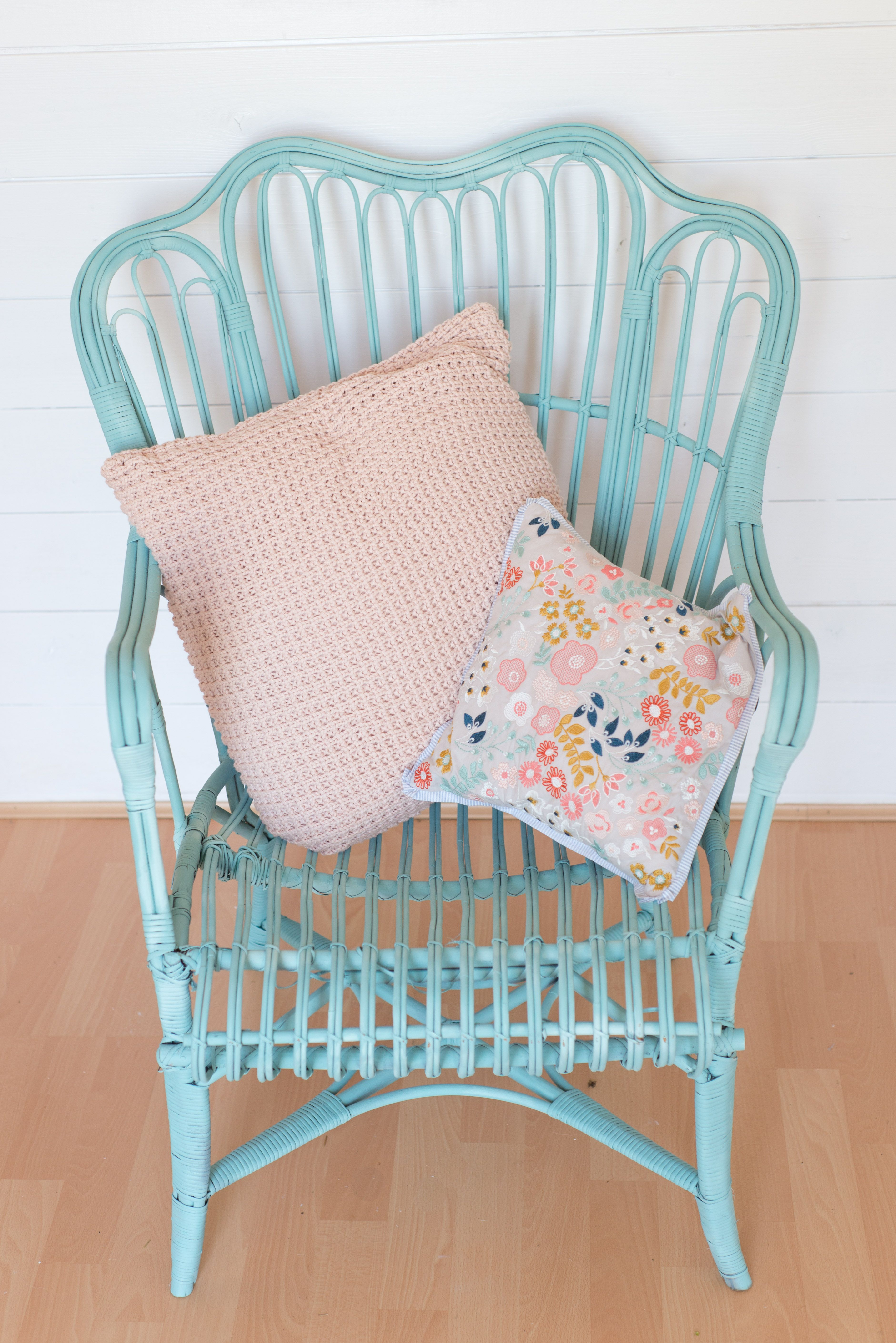 5 Wicker Chair Makeover Using Pale Turquoise Pinty Plus Aerosol Chalk Paint