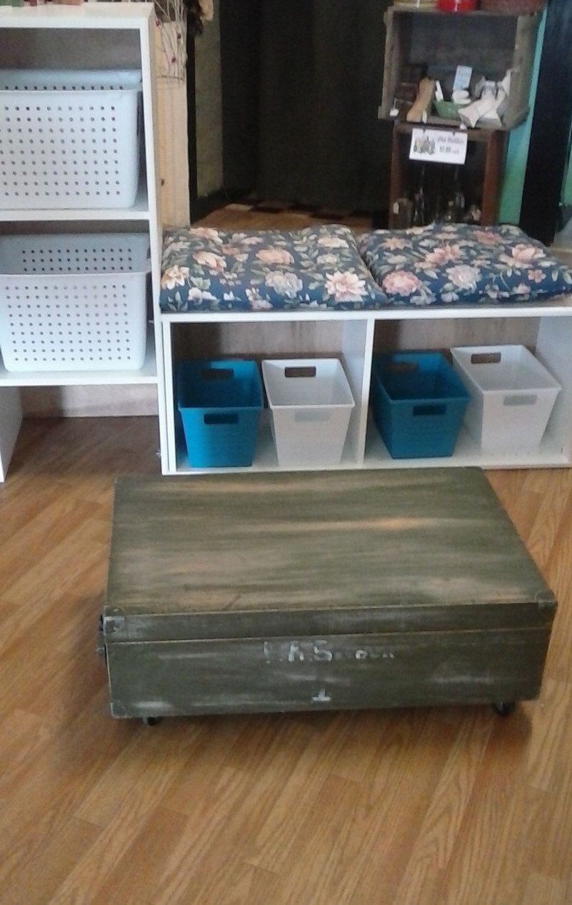 Vintage distressed wooden military footlockertrunk coffee table free shipping vintage distressed wooden military footlockertrunk coffee tableentertainment centerhope geotapseo Choice Image