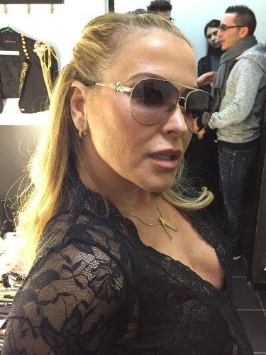 Singer Anastacia wearing Swarovski sunglasses.  25166589857