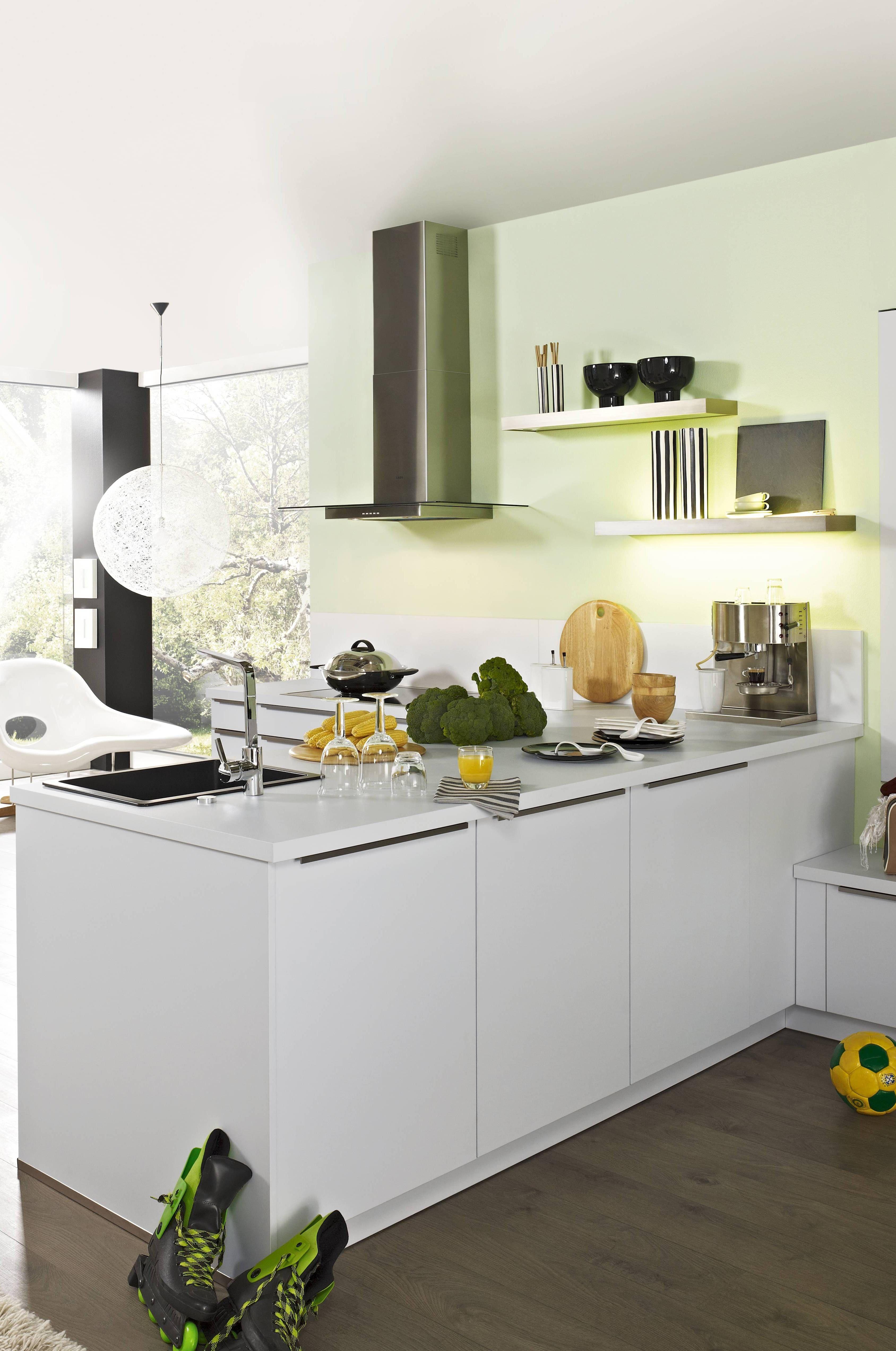 Sie Sehen Hier Eine Elegante Designkuche In Tresenform Mit Hochwertigen Kuchenmobeln Von Bauformat Die Front Und Arbeit Kuchen Design Kuche Tresen Kuche Block