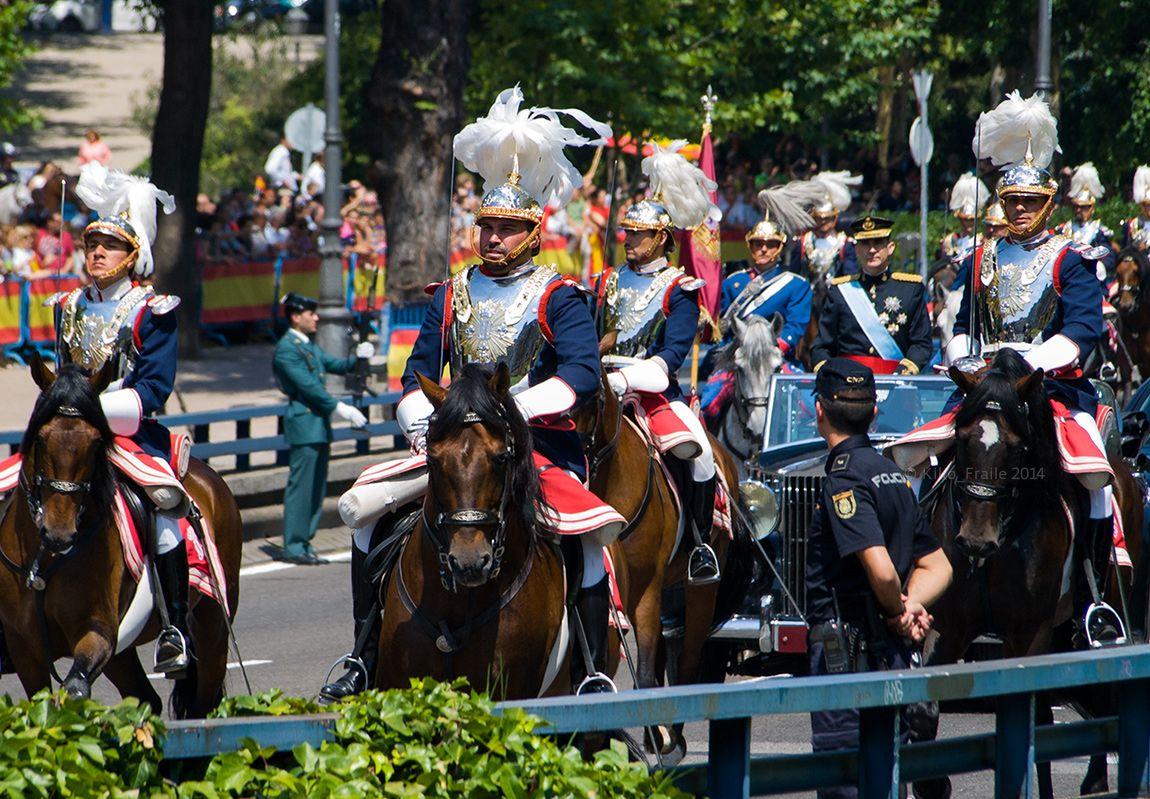Guardia Real escoltando el coche del Rey. Coronación del Rey de España Felipe VI. Calle Bailén, Madrid. SPAIN 19~6~2014 © Kiko Fraile
