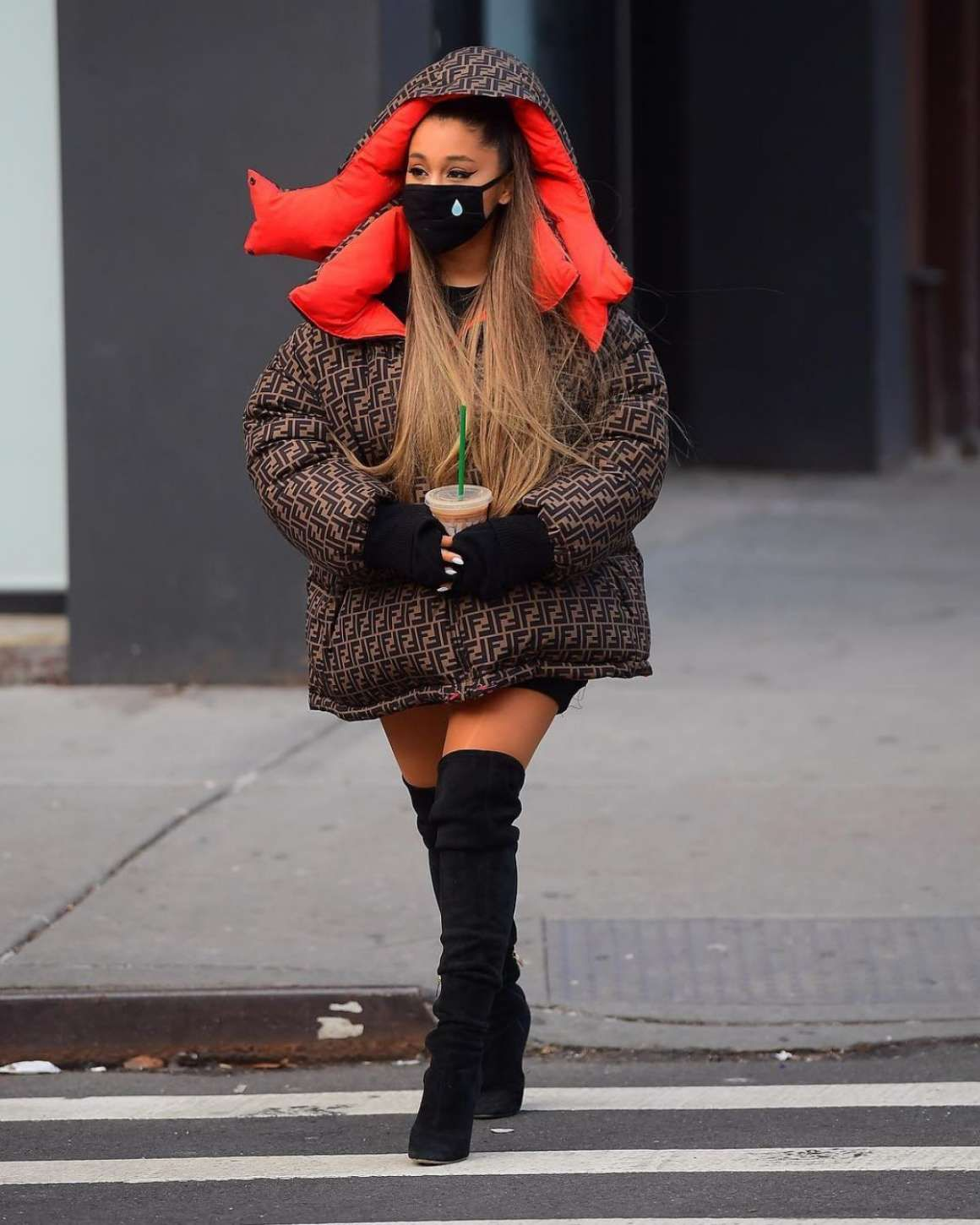 Ariana Grande Out in New York. #ArianaGrande #NewYork