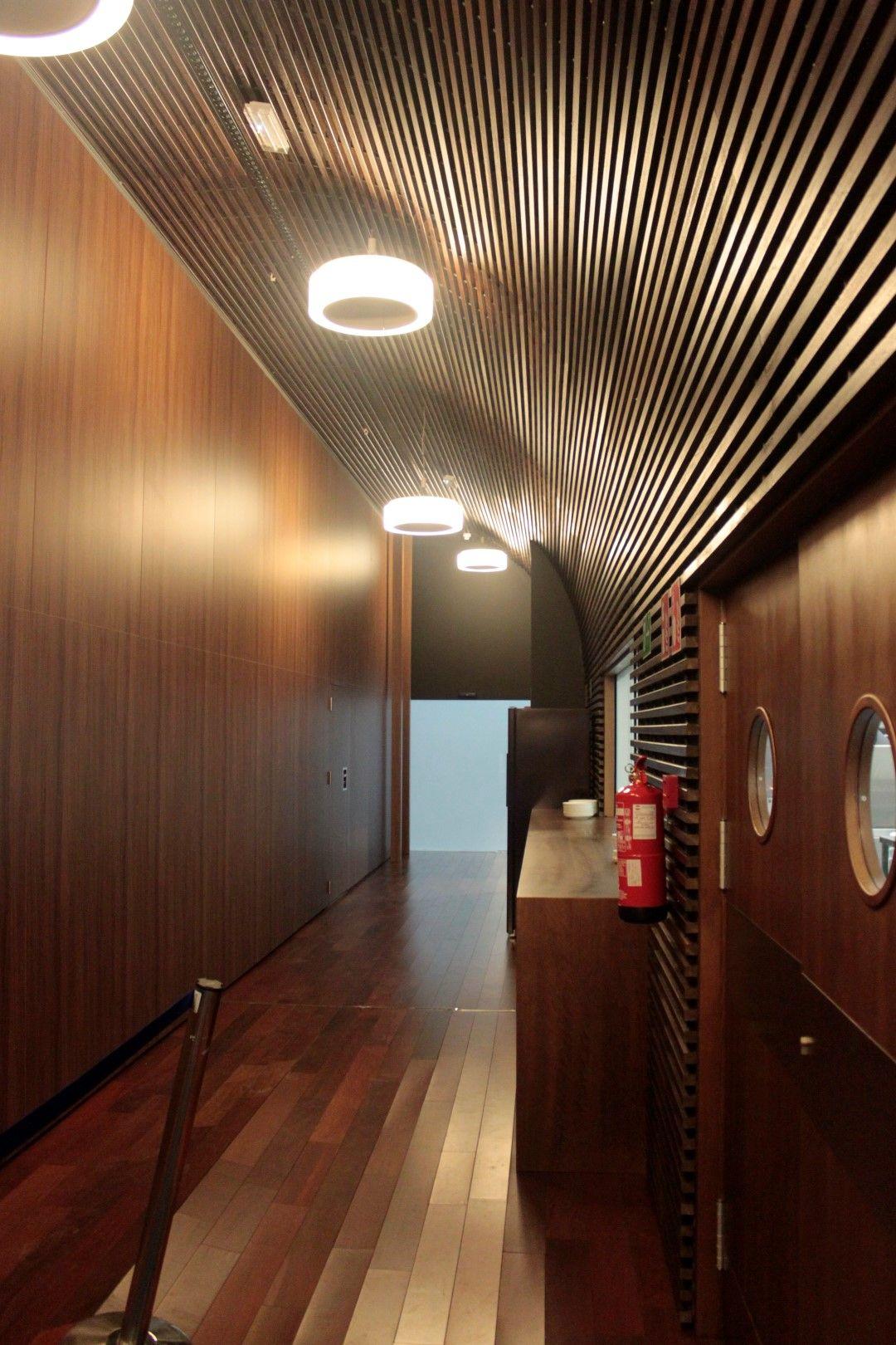 Lamas de madera en la sede de la Agencia Europea OAMI | La sede, La ...