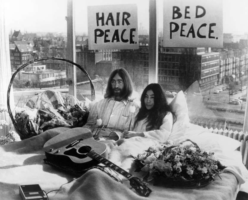 March 25 1969 Lennon And Ono Hold Bed Ins For Peace Starting On This Day Legendary Musician And Former Beatles Member John Lenn