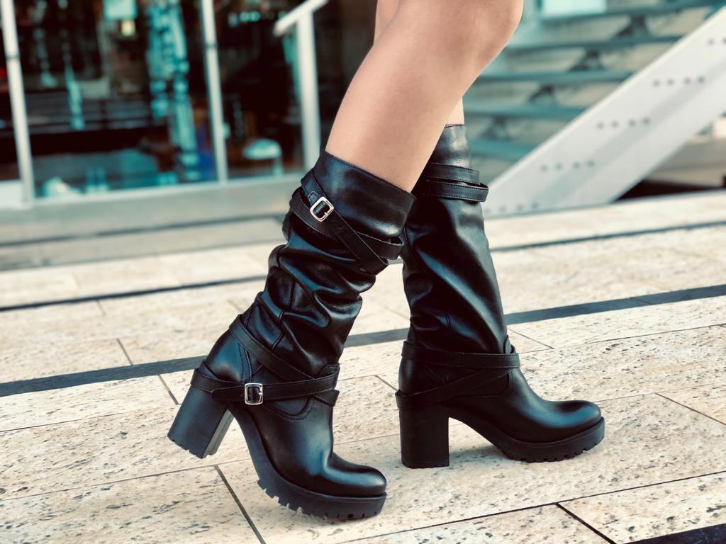 quality design 6290b 5dfb5 Pin su Black Boots