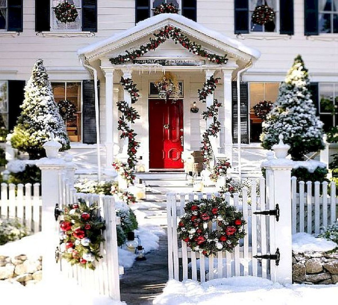 Outdoor porch christmas decorations   Amazing Outdoor Christmas Decor Ideas   Xmas  Pinterest