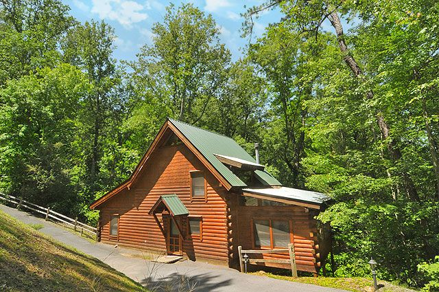 Whispering Pines 2 Bedroom Pigeon Forge Cabin For Rent Cabin Smoky Mountain Cabin Rentals Smoky Mountains Cabins