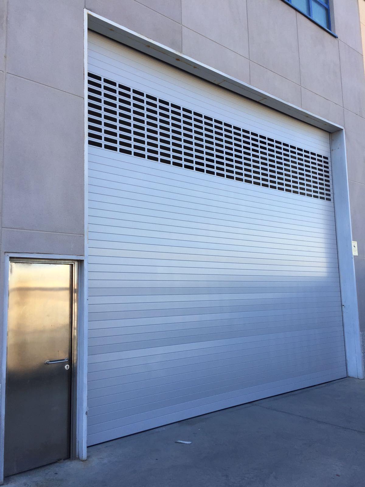 Puerta Enrollable De Exterior Mixta Puertas Enrollables Puertas Automaticas Puertas De Aluminio