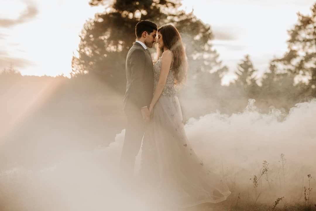 30 Degrees Celcius In Our Office Has Anyone More To Offer 30 Grad In Unserem Buro Bietet Jemand M Wedding Couples Couple Portraits Wedding Dresses