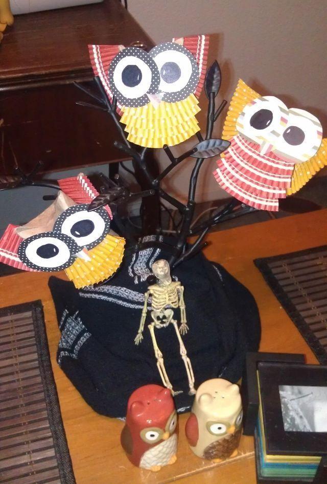 Tischdeko herbst basteln mit kindern  herbst basteln mit kindern eulen klorollen tischdeko halloween ...