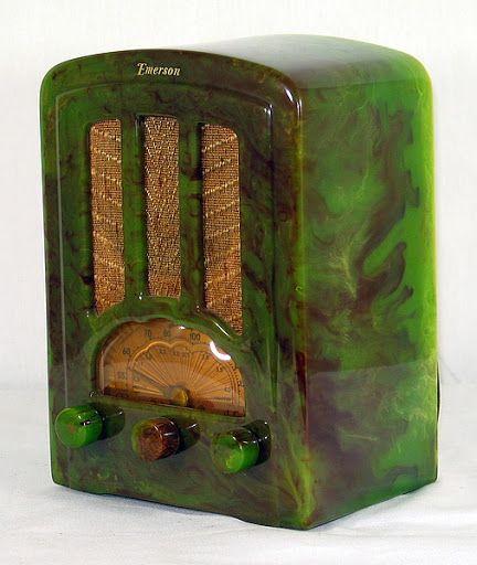 Emerson Bakelite Radio - 1940's.