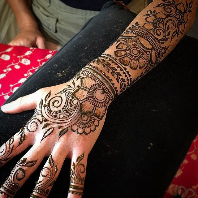 This Simple Modern Bridal Mehndi Design Works Well With The Wrist