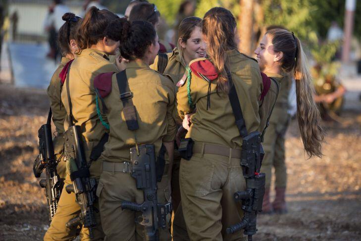 Group of Female PARATROOPERS / TZANHANIM | IDF WOMEN ...