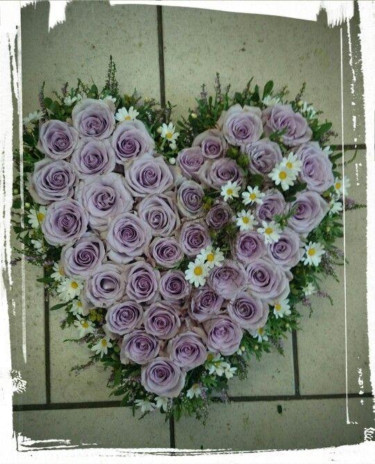 Hjerte med osean song roser margaritterlilla lyngpors og str i pretty flowers hjerte med osean song roser margaritterlilla lyngpors og str i sommerlige mightylinksfo Images
