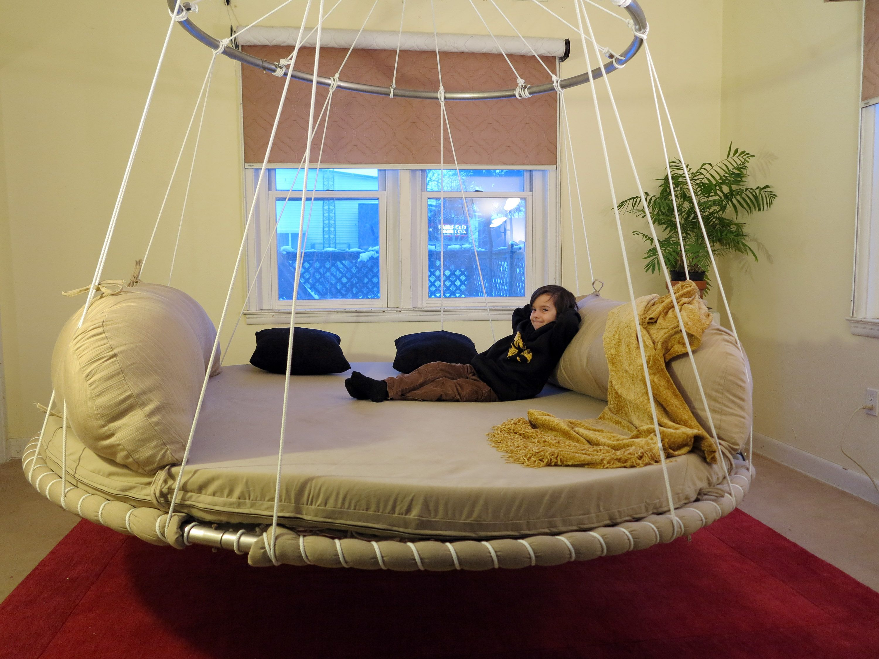 Advanced design floating round hanging bed with upper for Round hanging porch bed