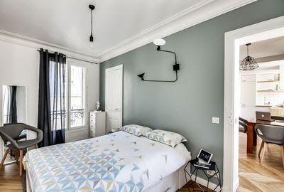 De la peinture gris-vert pour amener de la chaleur dans la chambre ...