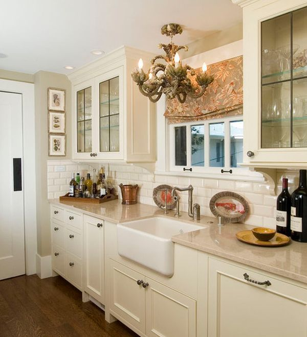 Traditional Kitchen Design With Lovely Lighting And Classy Cabinets Country Kitchen Designs Traditional Kitchen Design Kitchen Renovation