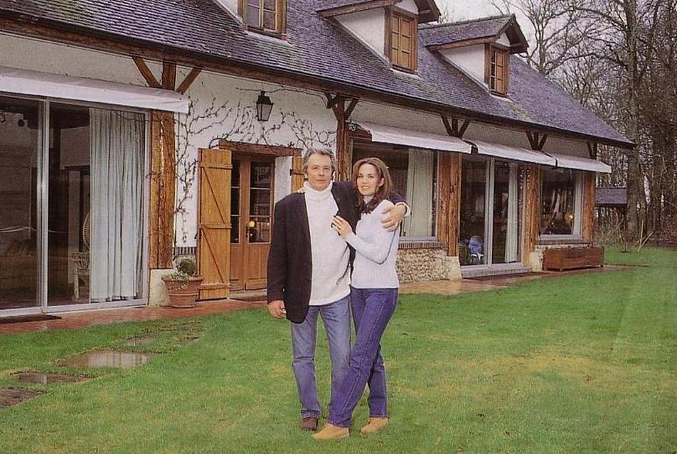 10 - Alain Delon et Rosalie van Breemen  Alain delon, Delon