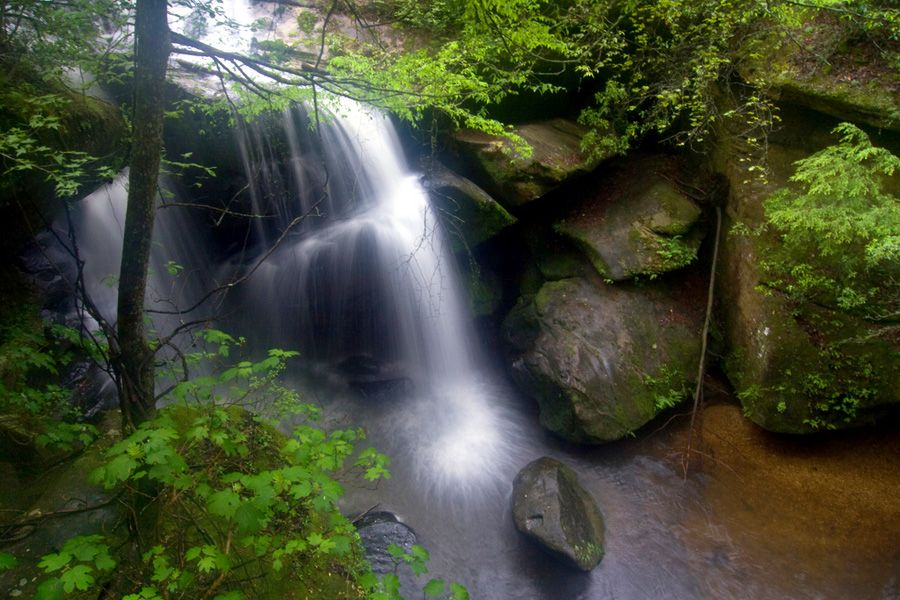 Rainbow Falls In The Dismals Canyon Park Near Phil Campbell Alabama Waterfall Fun Places To Go Rainbow Falls