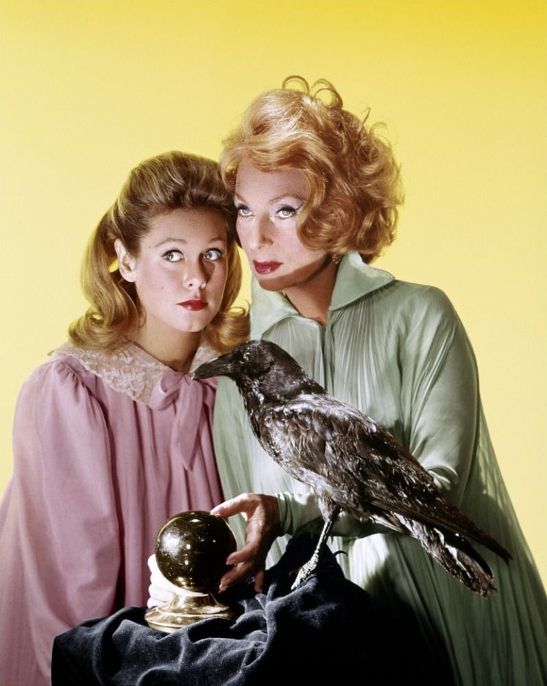 """Elizabeth Montgomery and Agnes Moorehead as Samantha Stevens and Endora in """"Bewitched"""""""