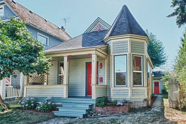 9 Small Homes For Old House Lovers Country Living Queen