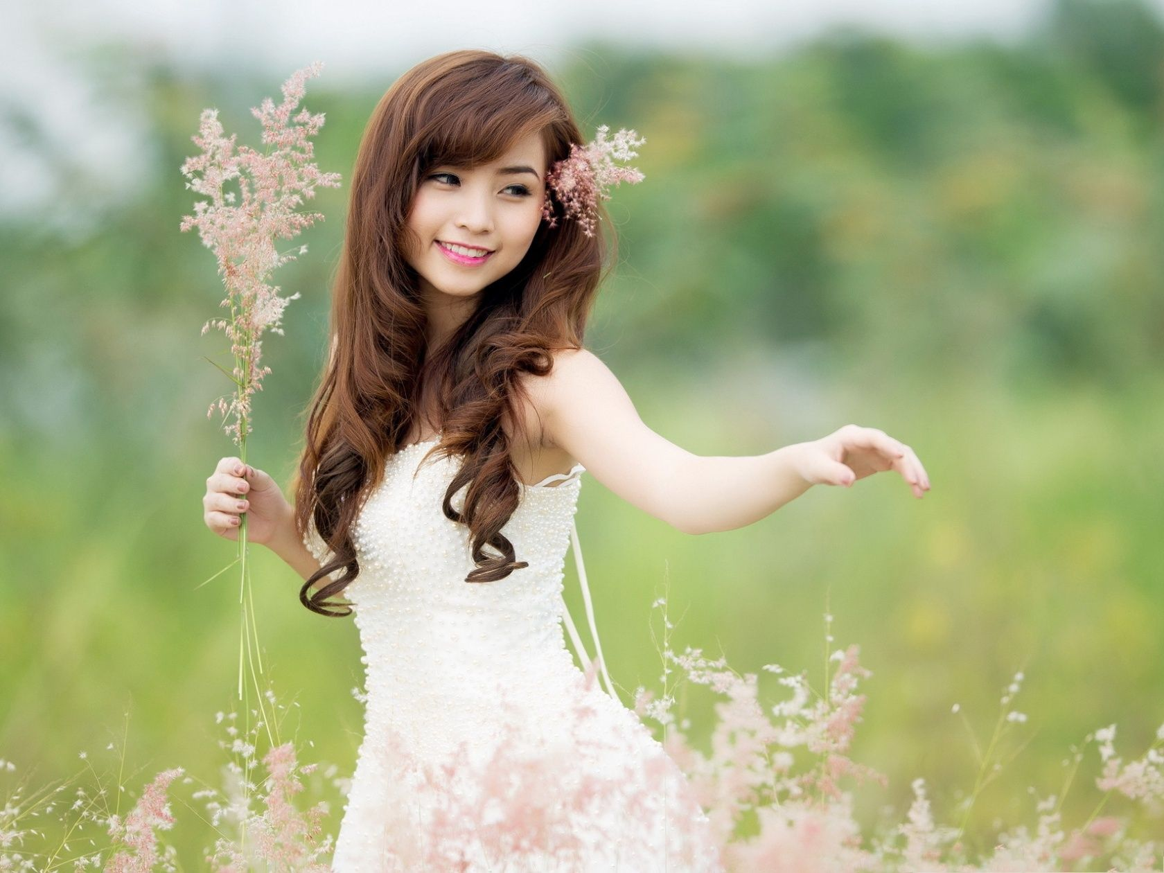Girl In Nature Beautiful Girl Smiling Flowers In The Hair And Hands 1600x1200 Free Wallpaper In 2020 Beautiful Japanese Girl Beautiful Girl Wallpaper Girl Hairstyles