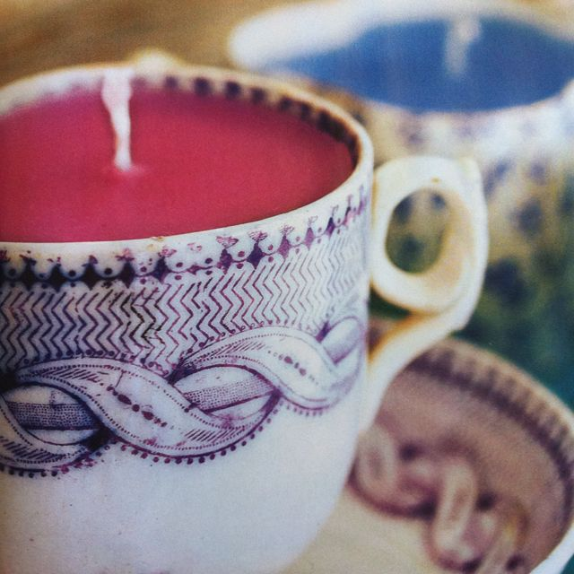 How adorable is this idea! Teacup candles.